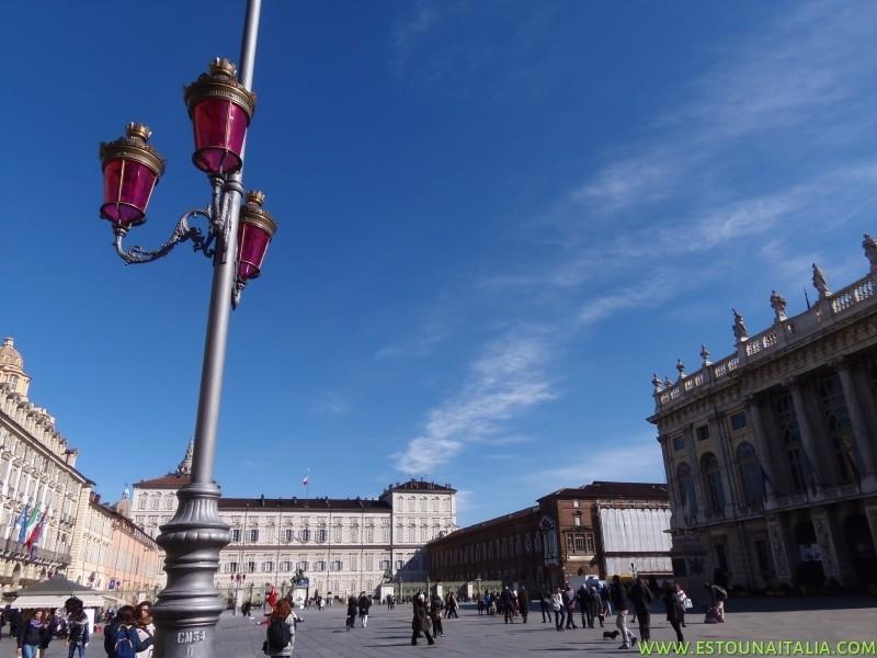 Piazza Castello contornada pelo Palacio Real ao fundo e o Palacio Madama a direita, foto de Marcia Bezerra