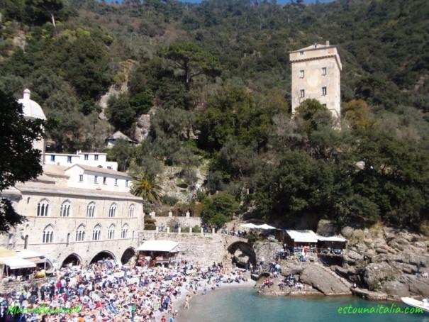 Verao na Riviera Ligure em San Frutuoso, Genoa